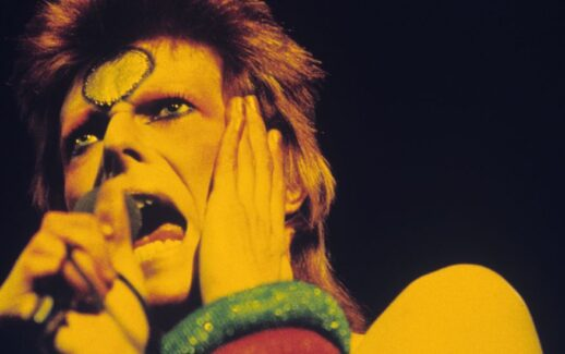 David Bowie reagisce a Young Signorino
